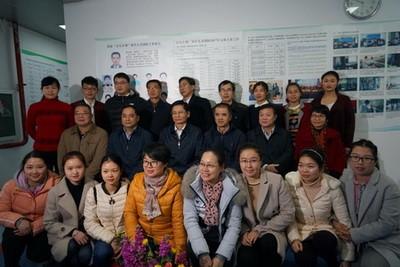 自治区政协主席 蓝天立和谢芝勋国家万人计划领军人才科研团队合影-1-1.jpg