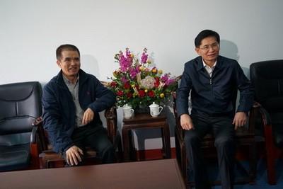 自治区政协主席 蓝天立慰问谢芝勋专家2-1-1.jpg